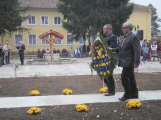 ЛК Силистра поднесе венци в памет на загиналите войни от с. Смилец